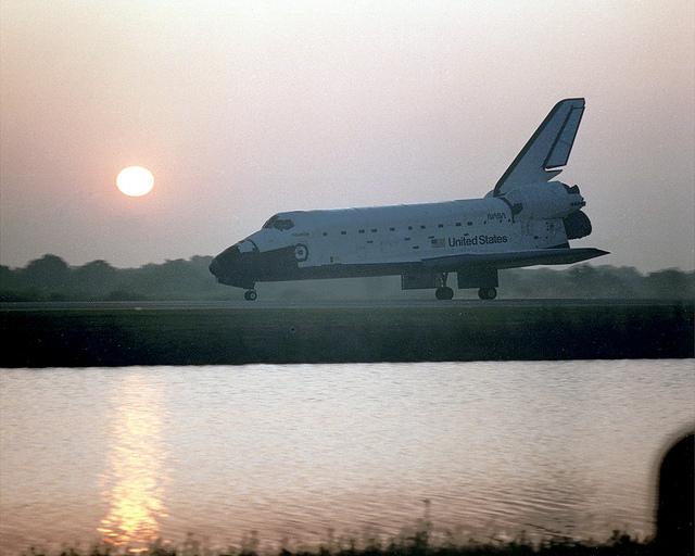 Image of Nasa's STS-45 landing