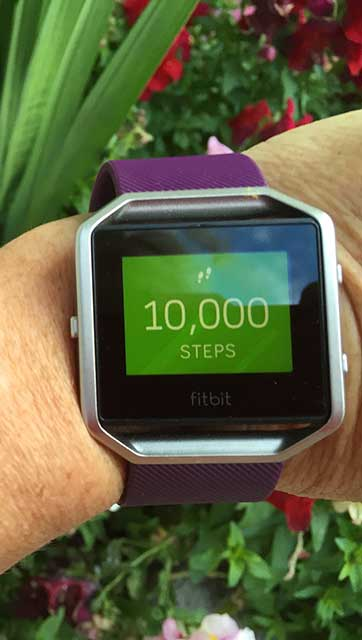Image showing fitbit 10 000 step count